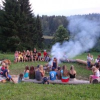 Aicinājums pieteikt bērnus vasaras nometnei Latvijā