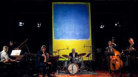 """Latviešu audiovizuālā projekta """"Rothko in Jazz"""" pirmizrāde Briselē"""