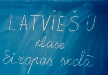Turpinās bērnu pieteikšana Eiropas skolas latviešu klasei
